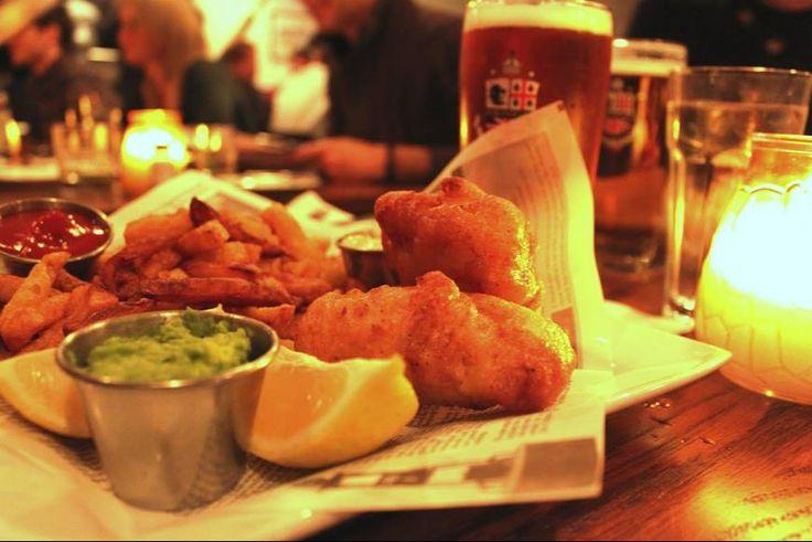 Pub Burgundy Lion est un pub reconnu à #Montreal. Ils offrent les meilleurs « Fish & Chips » de l'île et une vaste sélection de whiskeys!