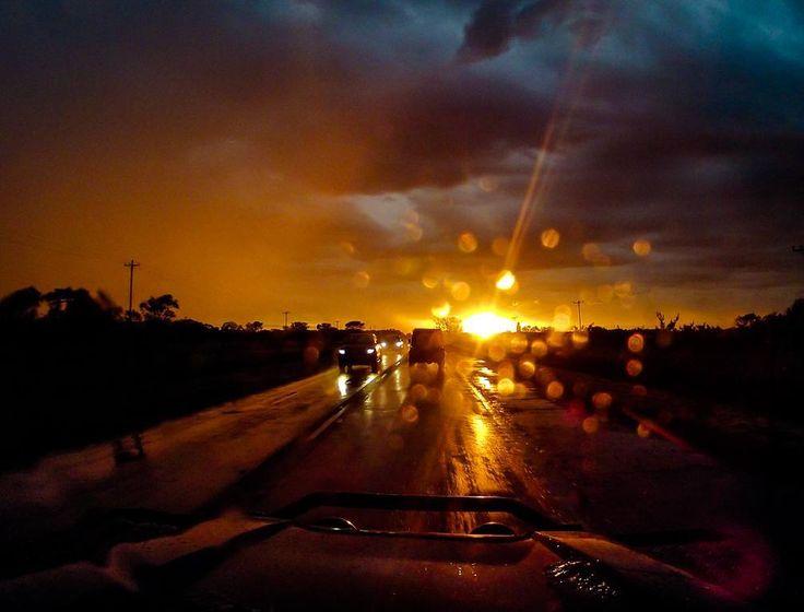 O sol nascendo em uma manhã chuvosa. . #viajandodecarro #landrover #landroverdefender #defender90 #ruta #carretera #peru #chile  #argentina #cusco #machupicchu #puno #titicaca #atacama #atacamadesert #altiplano #onelifeliveit #fabioamaral #curtindoavidaadoidado #desiertodeatacama #gopro #nationalgeographic #netgeotravel #corrientes by fabioamaralfotografias O sol nascendo em uma manhã chuvosa. . #viajandodecarro #landrover #landroverdefender #defender90 #ruta #carretera #peru #chile…