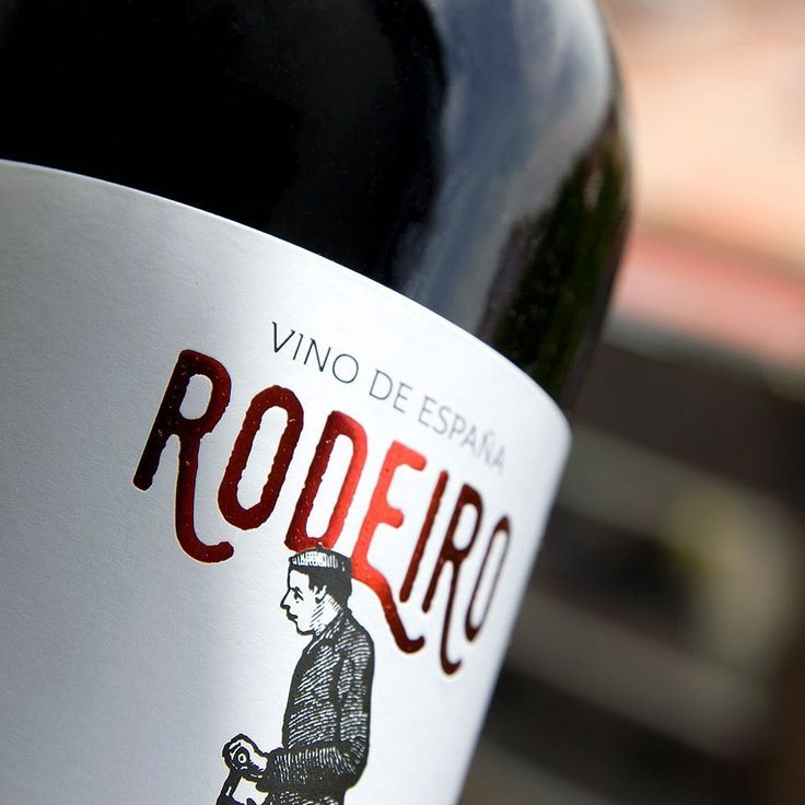 RODEIRO, para gustos... varietales! Se presenta en #verdejo #tempranillo #merlot  #syrah #sauvignon #macabeo #bobal #garnacha #vino #wine #winepackaging #galicia #riberadelduero #ribeiro #diseño #packaging #branding #graphicdesign #design #contemporary #studio #graphicstudio #estudiodediseño #madrid #grantipo #empaques #embalagens #spainwine http://misstagram.com/ipost/1545563527081787019/?code=BVy8dbRgn6L