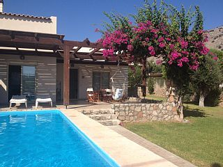 Holiday Villa with Pool, Gardens