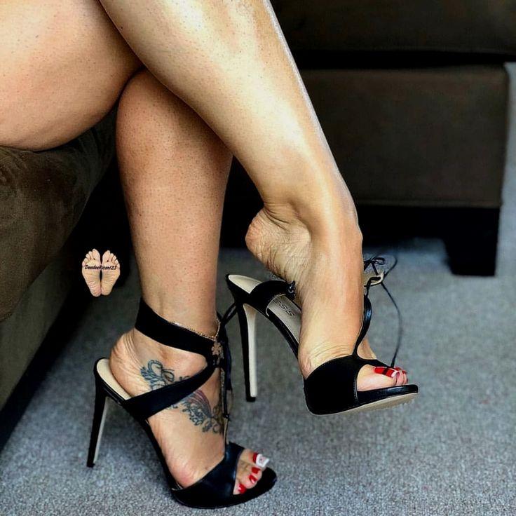 Фетиш лучшие женские ноги пара