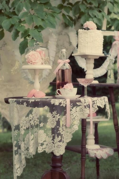 Love the beautiful, sheer lace tablecloth on the dark wood~❥