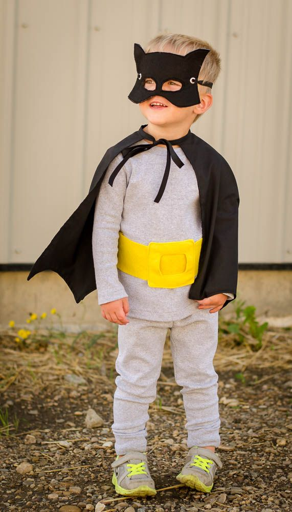 I love this Batman Cape tutorial DIY.  It's perfect for Halloween and dress up!  It has an easy sew pattern and has straight forward instructions.