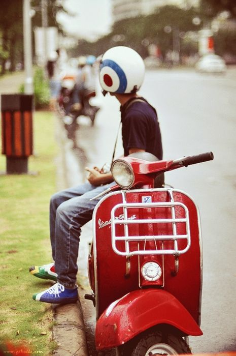 Apart from the very very nice vespa (n helmet) really really nice shoes.