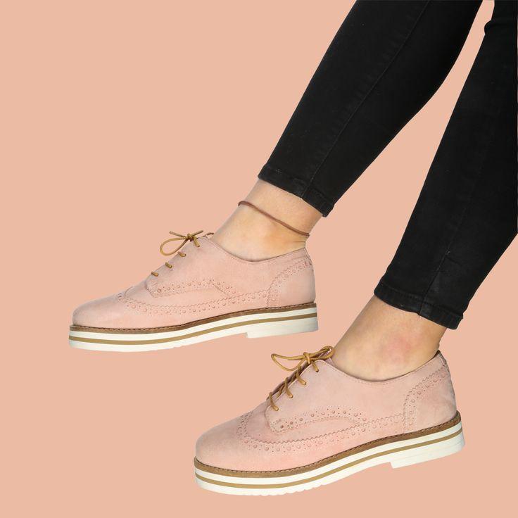 Los Oxford son ya un clásico de la primavera y Coolway nos los trae en los colores de moda. Estos en rosa ya están disponibles en nuestras tiendas y en https://www.zapatosmayka.es/es/catalogo/mujer/coolway/motorista/zapatos/170034063324/avocat/