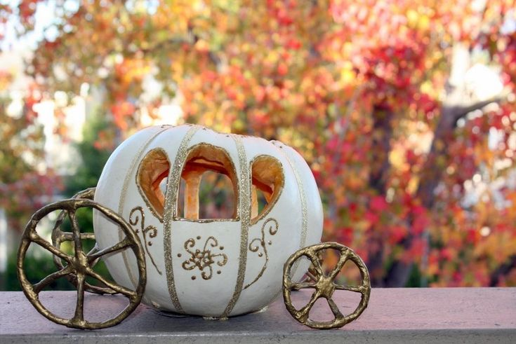 Cinderella pumpkin carriage. Awesome idea but I'd use small pumpkins on their sides for wheels.