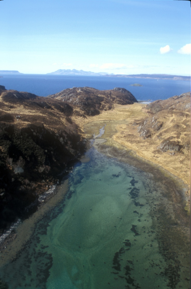 Walk pass through to the gorgeous Cable Bay in Knoydart (pic courtesy of Jim Manthorpe) www.knoydarthouse.co.uk