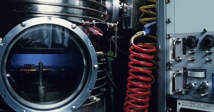 Reacción de óxido de magnesio y agua. La combinación de óxido de magnesio y agua da como resultado hidróxido de magnesio junto con una cantidad sustancial de calor. Los científicos han desarrollado métodos que utilizan esta reacción para almacenar el calor en forma de energía química que luego puede ser convertida nuevamente en calor.