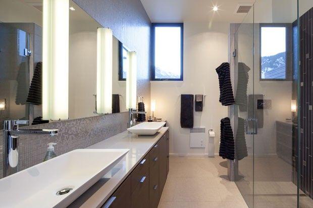 O banheiro do casal Rich e Janice Sands (Foto: Robert Reck/The New York Times)