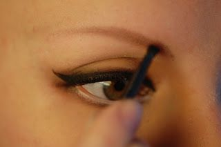 EyelineHer: How to draw on eyebrows