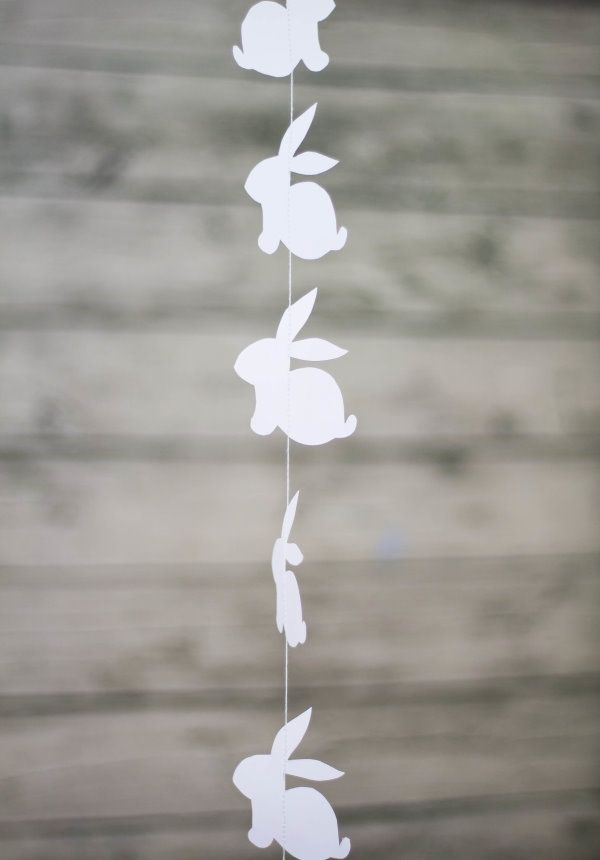 How To: DIY Paper Bunny Garland & free printable template (click on the grey dot with 'DIY Hasen an der Schnur')