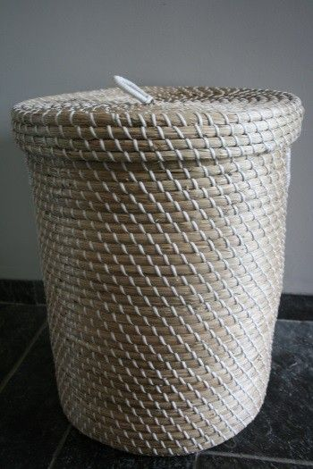 witte Fairtrade zeegras mand met platte deksel Medium