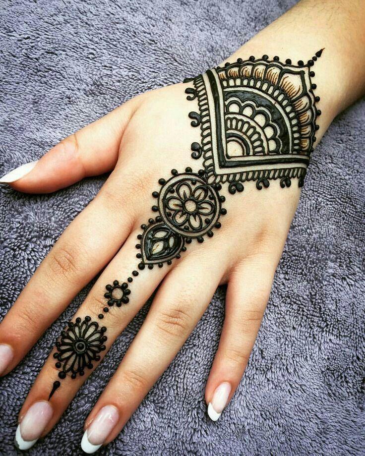Easy mehndi designs. Follow me on printerest    'Mahnoor'