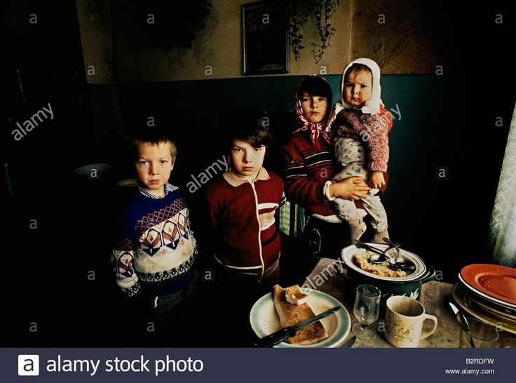 http://c7.alamy.com/comp/B2RDFW/romanian-children-fending-for-themselves-while-their-parents-are-out-B2RDFW.jpg