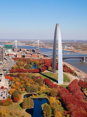 Talk about a great deal: Gorgeous free museums balance a lively professional sports scene. Pretty parks, the blues, ethnic foods and great breweries await in St. Louis neighborhoods.