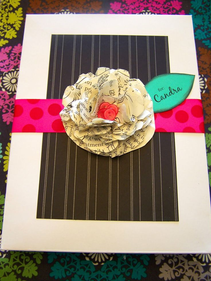 door tags!: Books Pages Flowers, Paper Flowers Tutorials, Gifts Ideas, Crepes Paper Flowers, Gifts Wraps, Handmade Gifts, Books Flowers, Wraps Ideas, Old Books