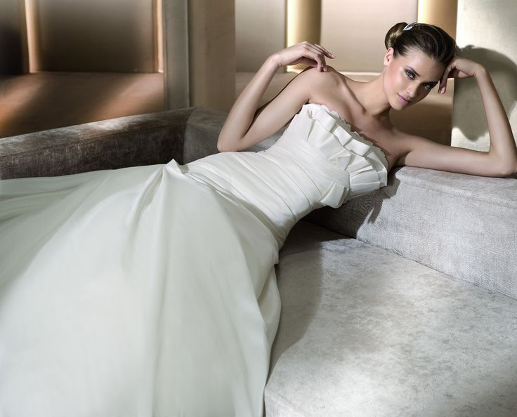 Almena - Pronovias - Esküvői ruhák - Ananász Szalon - esküvői, menyasszonyi és alkalmi ruhaszalon Budapesten