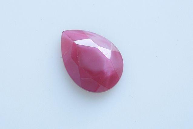 České skleněné kameny tvaru hrušky s rovnou spodní stranou velikost 18x13 mm, 1 ks v balení, barva červené hedvábí
