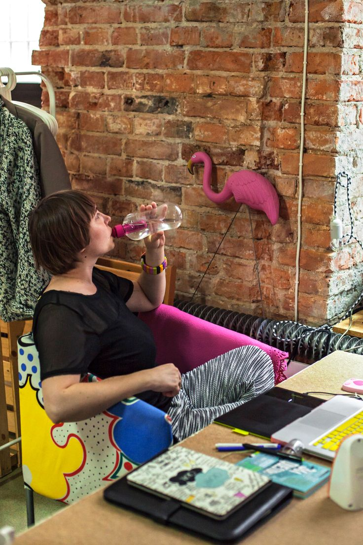 workspace, office, desk, workplace, workshop, bobble pinkflamingo, chair, interior, interior design, bricks, wall, photo: Zenja blog