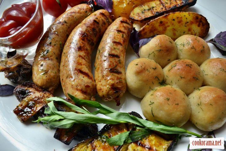 Куриные колбаски с овощами, на гриле, с мини-пампушками / Мясные вторые блюда / Кукорама — вкусные рецепты!