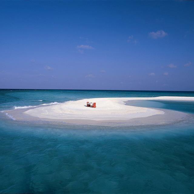 : Beaches, Trees Vabbinfaru, Banyan Trees, Tables For Two, Favorite Places, Sandbar,  Sands Bar, Maldives, Heavens