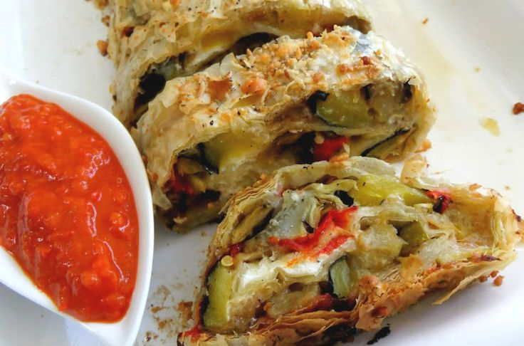 For those who love the tasty and spicy taste of exquisite Calabrian 'nduja but also love the delicious coupled with lots of healthy vegetables, this recipe will be a very delight! Rustic #strudel with #vegetables and calabrian #nduja