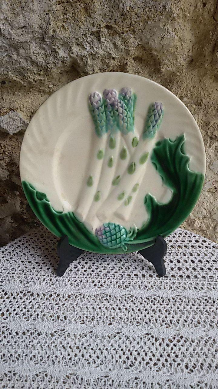 Ancienne assiette à asperges en barbotine Salins / French Antique de la boutique ChezOdileBrocante sur Etsy