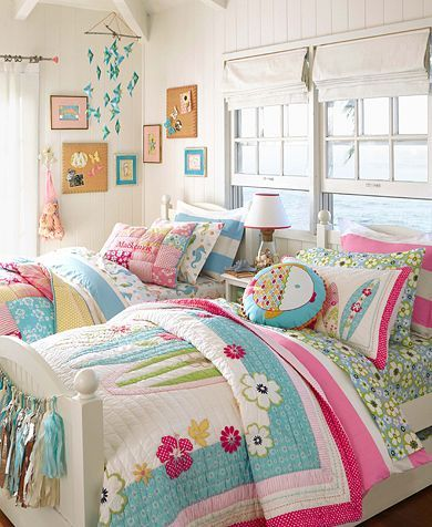 I love everything in this photo, the freshness, the whiteness, the colours, the fabric, the patchwork ......