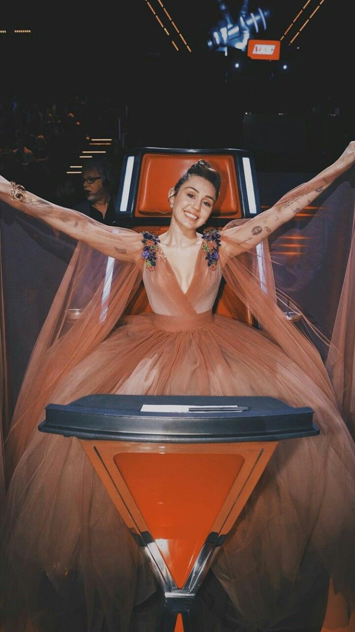 Miley Cyrus New Song Music Malibu Audio Billboard Hannah Montana Bad Mood Live SNL The Voice Younger Now Wallpaper Converse We Can't Stop Bangerz hd