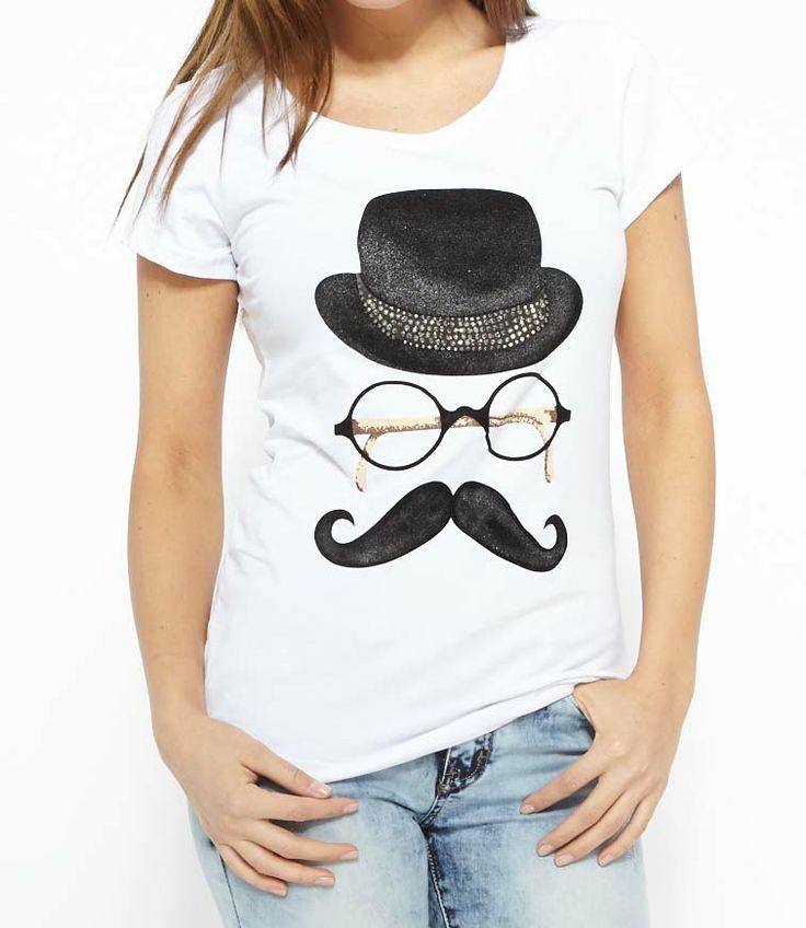 Geweldig t-shirt. Leuk te dragen op een jeans zoals op de foto maar ook gaaf op een hoge taille rok om het wat stoerder te maken  @ http://www.2befashionable.nl/tops-blouses/