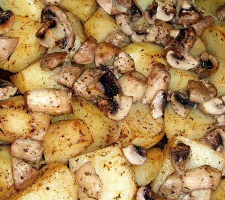 Cartofi la cuptor cu ciuperci si usturoi