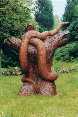 Carved from laminated lumber, not a tree stump. Click on pic for the process.