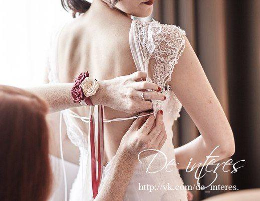 Свадебные аксессуары.Браслет  для подружки невесты цвета бургунди.#бургунди#марсала#бордо#невеста#подружки_невесты#свадьба#браслеты_для_подружек_невесты#розы#атласная_лента#кремовый