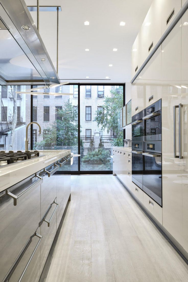 Talk about a room with a view. A luxurious #ArclineaNY Dream Kitchen, in a single-family townhouse on the Upper East Side. This kitchen was part of a full renovation, and features our Italia and Artusi styles in solid acrylic and stainless steel, with countertops in white glass. Our Convivium hood is also pictured, plus Miele appliances.