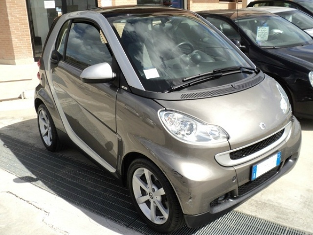 Smart Fortwo 1000 52 kW MHD coupé pulse a 6.200 Euro