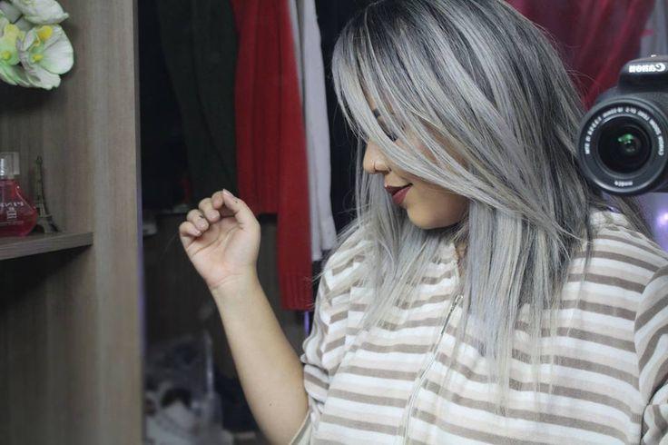 Como gosto quando acho uma foto boa perdida no celular.   Essa cor do meu cabelo, é resultado do kit desamarelado da Helcla, tem resenha dele lá no blog !  PS: Essa foto é velha, meu cabelo não esta mais com #ombrehair como viram na minha história! Granny Hair, SIlvier Hair, Grey Hair, cabelo cinza, cabelo platinado, granny hair
