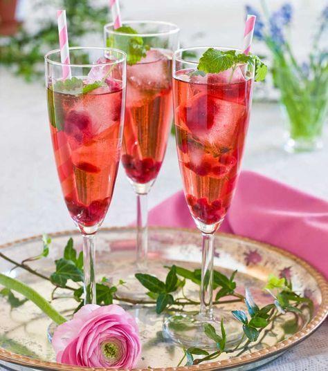 Tre läskande och goda alkoholfria drinkar. Fint att dricka till minglet, före eller efter maten eller bara för att det gott!