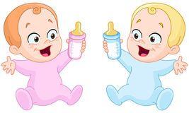 Μωρά με τα μπουκάλια Στοκ Εικόνες