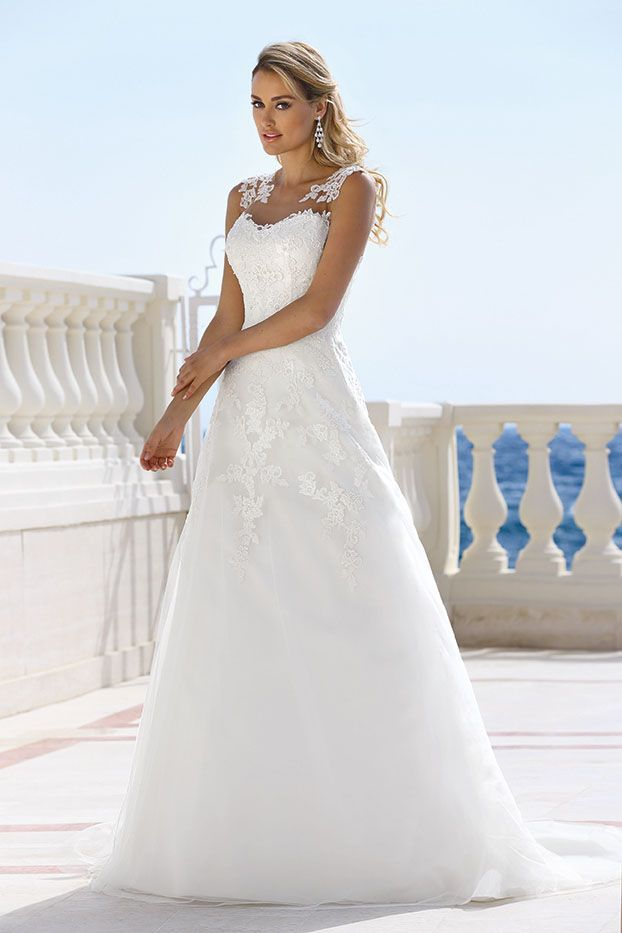 Wunderschöne Brautkleider der Marke Ladybird - exklusiv bei Studio Fee in Hameln. Exzellente Passformen - von luftig-zart bis effektvoll-extravagant.
