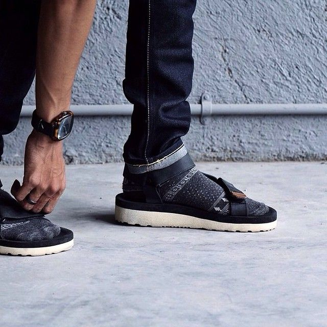 """""""Happy weekend! Don't forget to come by to @uniongoodsco we just drop some newest items there.  #hijacksandals #leater #leathergoods #sandals #vsco #vscocam"""""""