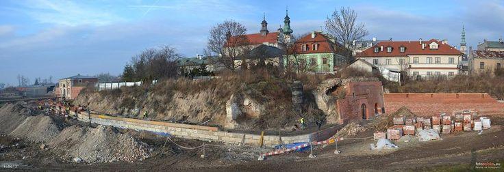 ..widoczna rekonstrukcja murów