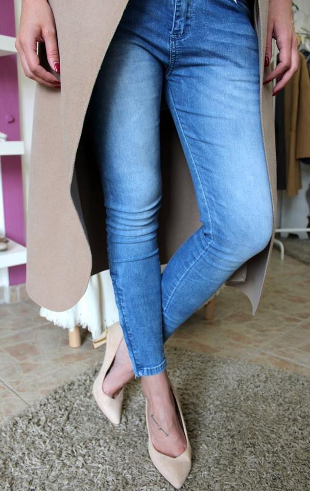 Zipper leg jeans