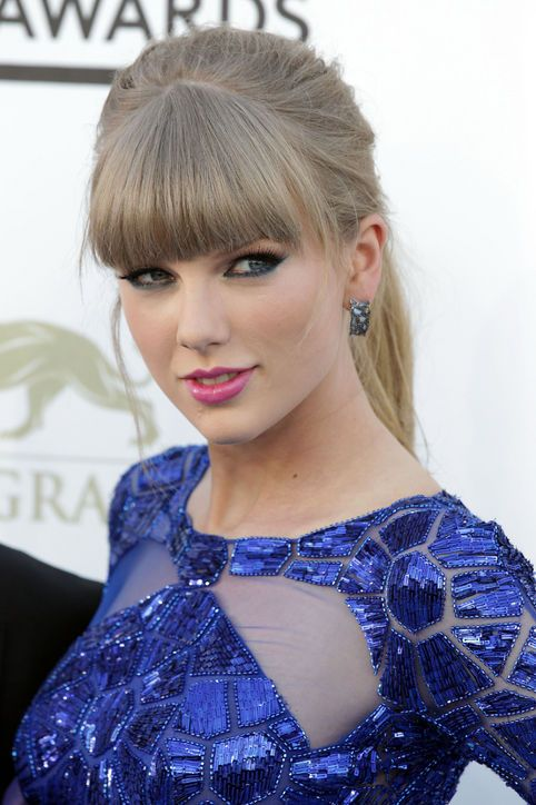 taylor-swift-blue-eye-makeup-billboard-music-awards