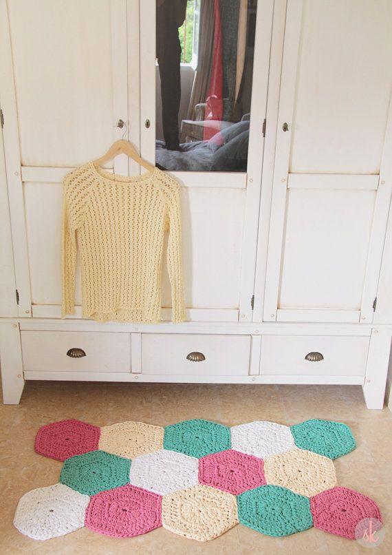 Alfombra de Trapillo a Crochet de muestras hexagonales por SusiMiu