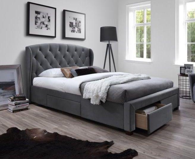 Modern grijs gestoffeerd tweepersoonsbed Sabrina 160x200 cm voorzien van vier laden waarvan twee aan het voeteneinde en één aan elke zijde van het bed