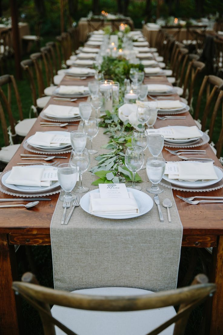 Table runner wedding reception