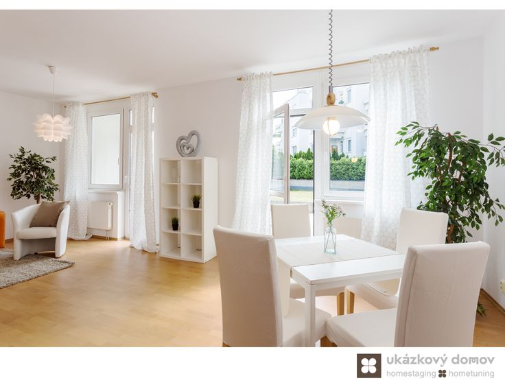 Vacant Home Staging Prague Before & Ater more about this project at http://ukazkovydomov.cz/2016/07/20/home-staging-vyjimecneho-bytu-s-dvema-terasami-praha-barrandov-kveten-2016/ #praha #prague #czech #homestaging #dining #living #jídelní #kout #bílá #white #walls #chairs
