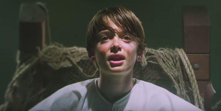 Panic! At The Disco tortura a Will de Stranger Things en una silla eléctrica