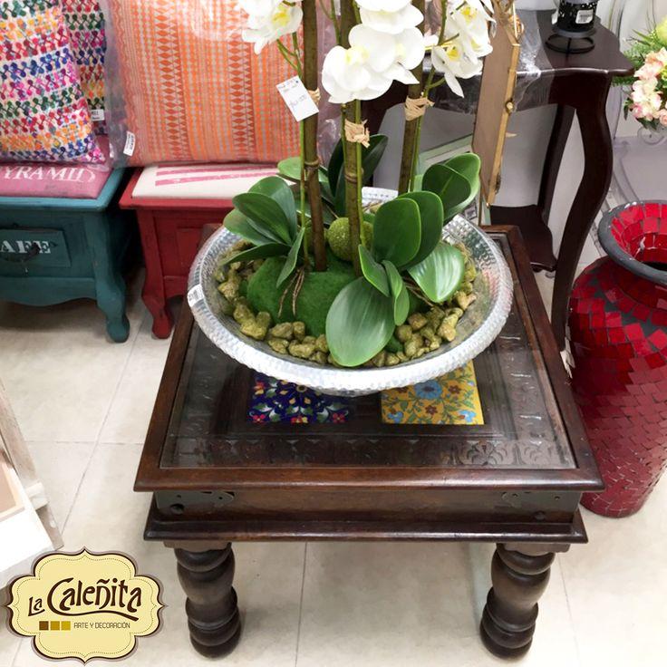 Echa un vistazo a nuestra encantadora mesa de mosaicos, complementada con un centro de mesa con una base metálica es siempre una buena manera de comenzar a ambientar la decoración de sala. 💖🙋🏼 #DecoracionBodas2017 #TendenciasDecoracion2017 #CentrosDeMesaCali