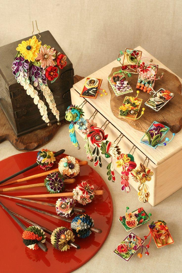 つまみ細工「花札(Hanahuda)Japanese playing cards」 This is a Japanese traditional crafts that use the silk, is a hair ornament and Accessories  was designed flowers. ●silkartHIMEKO facebookpage https://ja-jp.facebook.com/himekosilkart  ●silkart HIMEKO URL http://www.himeko-silkart.com/  #tsumami #japan #handmade #art #craft #pretty #cute #hairaccessories #DIY #flowers #silk #kanzashi #brooch